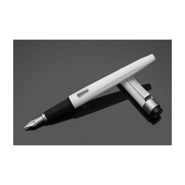DIPLOMAT Magnum - Soft Touch White - stilou cu penita M, din otel inoxidabil